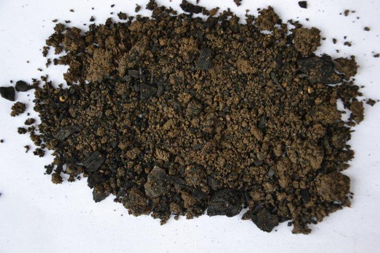 Zemina po úpravě drobnozrnnou frakcí pevného uhlíku